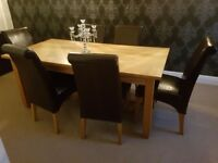 Solid (heavy/sturdy) oak 4 leg diningroom table & chairs