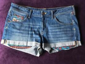 Denim shorts with detailed pockets