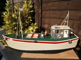 model boat for sale 22 inches long x 7 inches to top of cabin -will need new remote kit £30 0n0