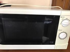 Microwave 700w full working order