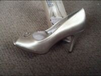 New Ivory / champagne heels size 7 open toe wedding shoes
