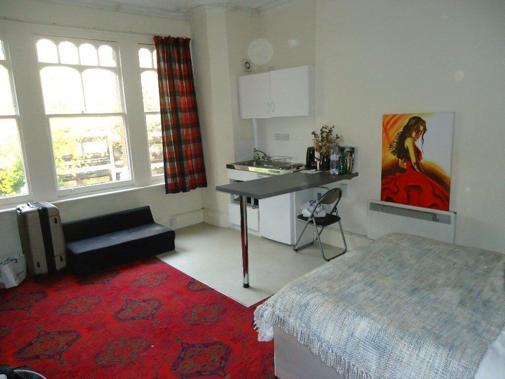 Bright and spacious 1st floor studio flat. Set within 3 minutes walk(approx) of Highgate tube statio