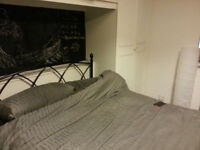 HOUSE SHARE SOCIABLE FRIENDLY 2 == KING SIZE VERY LARGE DOUBLE ROOM TO LET = NO BILLS =£550