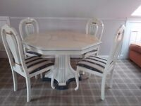 Lovely Italien style dining table and 4 chairs. Great condition. Attractive colours.