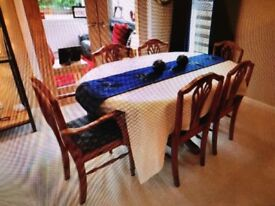 Ducal extending pine dining table with 6 chairs (including 2 carvers) in very good condition