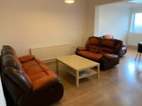 3 double bedrooms to rent in Mitcham . In a house shared with a small family of 2 kids