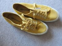 Converse trainers Mustard