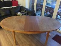Wooden extendable dining table (free)