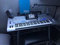 Tyros 4 Electric Keyboard + Stand&Speakers