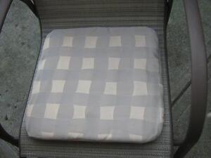 4 PATIO CHAIR SEAT MATS + 1 MATCHING PILLOW