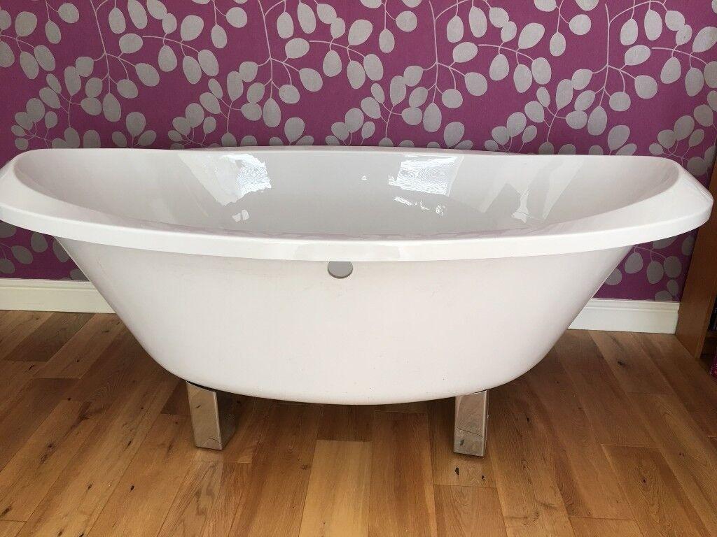 Bath. Luxury oval bathtub.1800x935mm this is a deep tub spotless ...