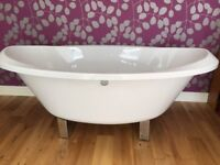 Bath. Luxury oval bathtub.1800x935mm this is a deep tub spotless never fitted. Like new
