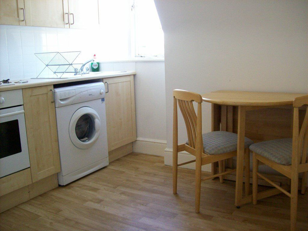 Crouch End Central, N8 8PT-Massive Studio Flat-Separate Kithchen/Diner-All Inclusive of Bill!