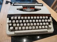 BROTHER PORTABLE TYPEWRITER IN EXCELLENT CONDITION