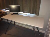 White gloss desk table