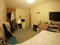 Double room in the heart of Camden in a quiet location