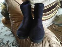 Ladies boots suede navy size 3/36 used £3 good condition