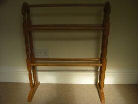Pine free standing towel rail
