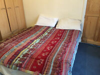 Nice double room with seperate toilet in a family home near Heathrow