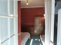 Double room with ensuite for studying postgrad in Roath