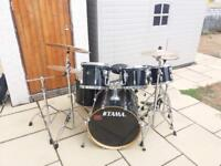 Full Drum Kit with extra Cymbols, Stands and Drums