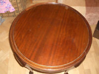 VINTAGE MAHOGANY CIRCULAR COFFEE /TURNOVER TABLE
