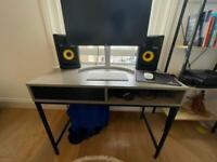 Concrete/black home Desk / table