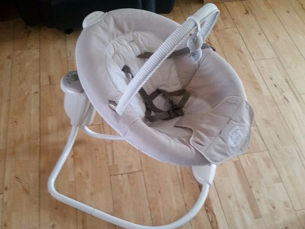 Excellent condition GRACO baby swing for sale.