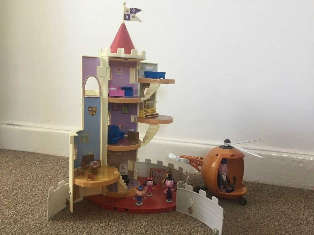 Ben and Holly Castle and helicopterin Southside, Glasgow - Helicopter brand new, sounds working perfectly Castle been played with and still in great condition Little characters perfect condition