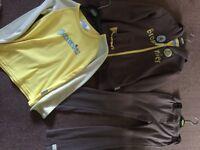 Brownie uniform & Badge Book