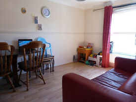 1 Bed City Centre Flat - Furnished/Clean - Private off road parking