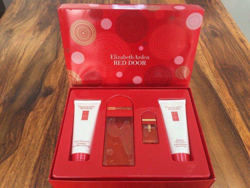 Elizabeth Arden Red Door Perfume Gift Set In Portlethen Aberdeen