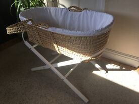 Moses Basket, Stand & 2 x Sheets