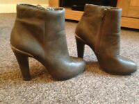 Dorothy Perkins lovely brown ankle boots size 4