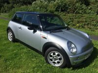 MINI 1.6 COOPER 52 REG IN SILVER WITH BLACK ROOF, FULL SERVICE HISTORY AND MOT MARCH 2017