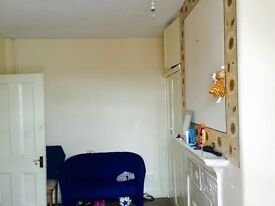 Double room for single female or couple