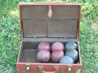 VINTAGE LAWN BOWLING SET WITH CARRY CASE