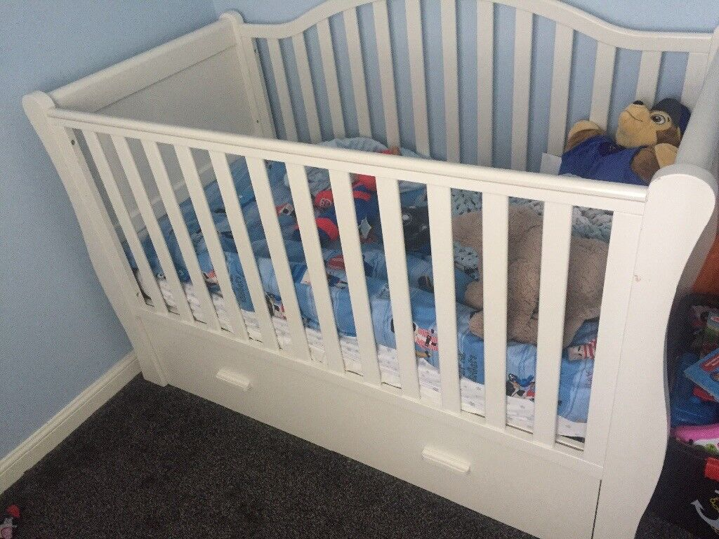 Reduced 3 Piece White Nursery Furniture Set Inc Sleigh Cot Bed