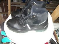 Safety boots size 12 (47Eu)
