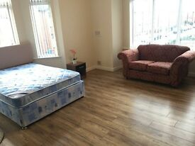 Bed rooms, Bills Included, Newly refurbished, close to all amenities,city centre university,hospital