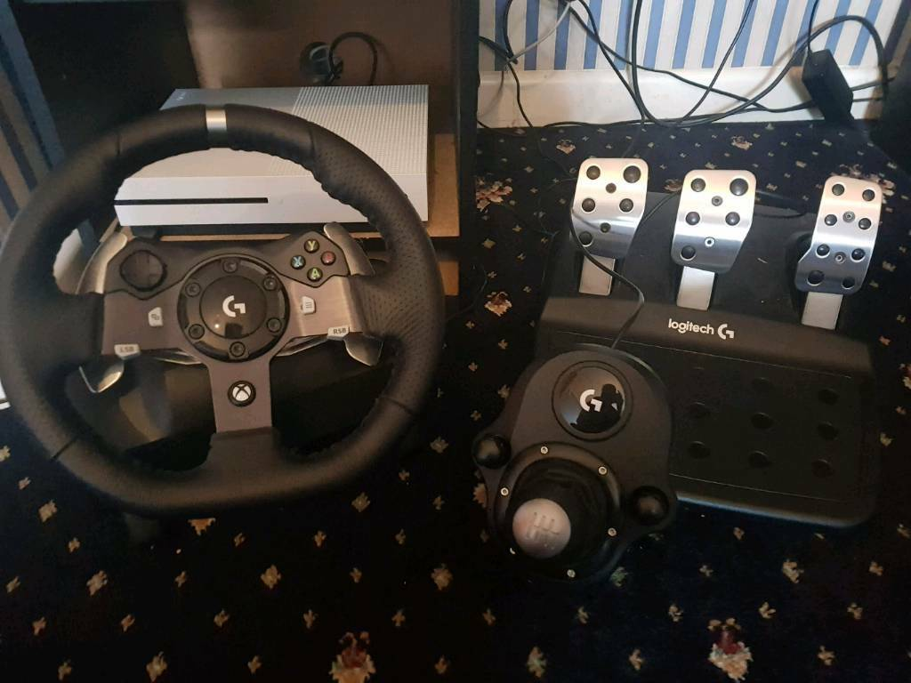 Logitech G920 Steering wheel with pedals and shifter