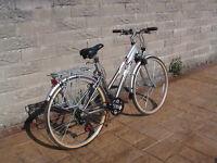 "Raleigh P4000 Alu. Ladies Bike. 21 Gears. 28"" Wheels. Soft Saddle. Removeable Saddlebag."
