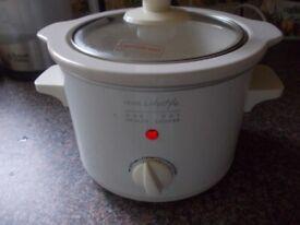 Hinari small slow cooker good condition