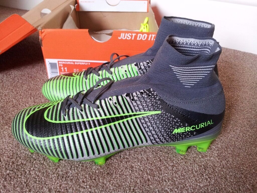 BNWOT NIKE MERCURIAL SUPERFLY V Black - Ghost Green football boots size 10