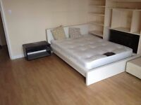 BIG ROOM FOR COUPLES WITH GREAT RIVERVIEWS - RESIDENTIAL QUIET AREA - ALL INCLUDED - CLEANING- FIBRE