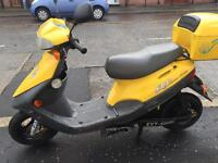 Electric scooter 2004 30 mph 25miles distance free tax etc £425