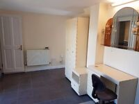 Very Big Studio-Apartment, Own entry, Own garden access, Own Washroom, All bills incl, Near Station