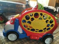 O Ball car carrier with 4 cars included