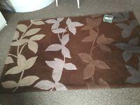 Brown/beige leaf pattern rug 120x180cm