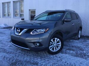 2016 Nissan Rogue SV, AWD, PANORAMIC SUNROOF , BLUETOOTH , HEATE